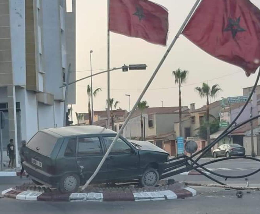 حادثة خطيرة سير اليوم السبت 21 /08/2021 بشارع الحسن الثاني بمدار  2 ونجاة السائق من موت محقق