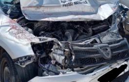 نجاة طاقم صوت العدالة بأعجوبة من حادثة سير خطيرة  بأسفي بعد اصطدام سيارتهم بشاحنة لم تحترم أسبقية المرور