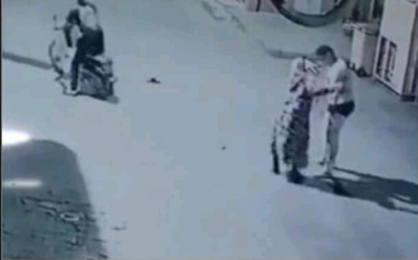 مراكش.. تسجيل مصور لعملية سرقة امرأة بالتهديد يسقط المشتبه فيهما في يد الأمن.