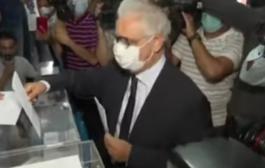 الأمين العام لحزب الاستقلال نزار بركة يدلي بصوته في الانتخبات
